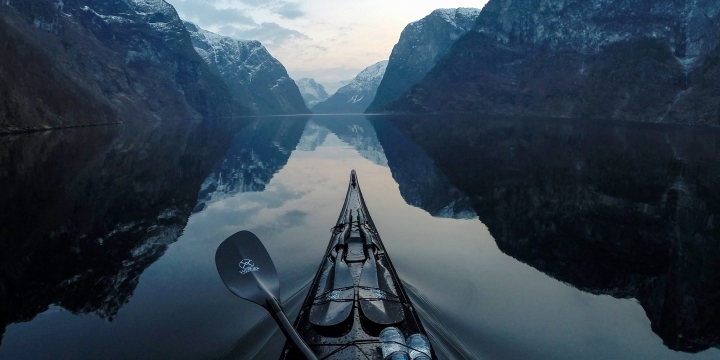 kayaking_naeroyfjorden_norway_2_1_972f2f0d-4e8c-4db1-ac01-9b3d4400f7b2.jpg